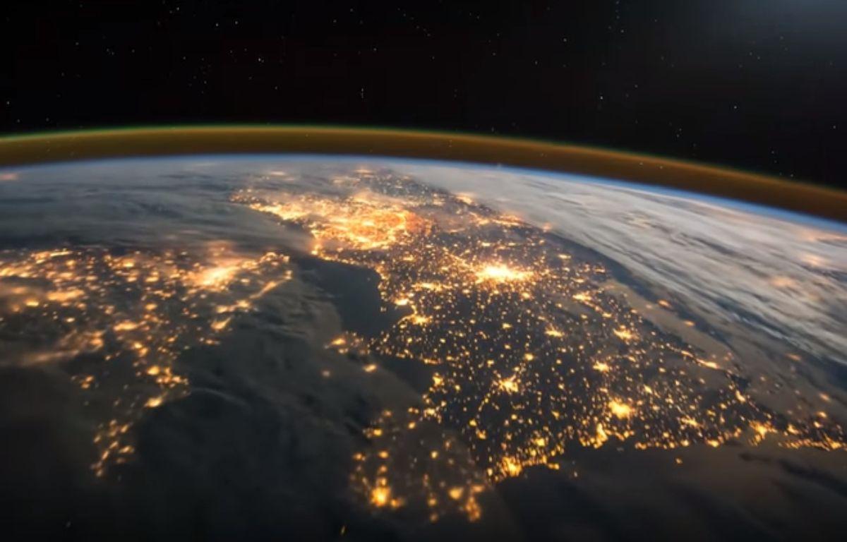L'astronaute britannique Tim Peake a partagé, ce 17 février 2015,  sur Twitter une vidéo prise de nuit alors qu'il survolait l'Europe à bord de l'ISS. – Tim Peake/Esa/YouTube