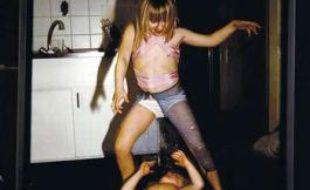 «Klara et Edda faisant la danse du ventre», de Nan Goldin.