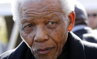 """L'ex-président sud-africain Nelson Mandela, 94 ans, """"s'est remis"""" de l'opération et de l'infection pulmonaire pour lesquelles il avait été hospitalisé pendant près de trois semaines, a affirmé dimanche la présidence dans un communiqué, citant ses médecins."""