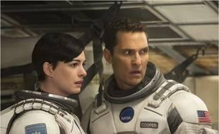 Anne Hathaway et Matthew McConaughey dans Interstellar