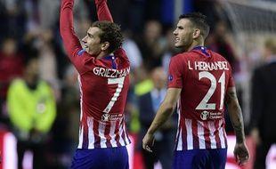 Antoine Griezmann et Lucas Hernandez fêtent le titre en Sucpercoupe d'Europe de l'Atlético, le 15 août 2018.