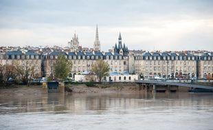 Bordeaux, 2012. Vues de Bordeaux depuis le Pont de pierre. - Photo : Sebastien Ortola