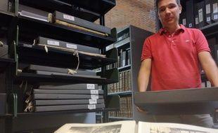 Pierre Gastou, chef de service iconothèque et numérisation aux archives municipales de Toulouse.