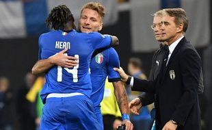 A gauche, Kean, à droite Mancini
