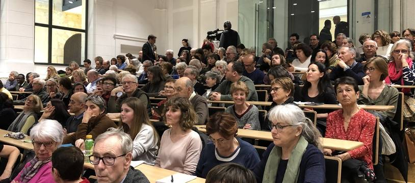 L'amphithéâtre de l'université était plein à craquer pour la première réunion publique d'information sur le coronavirus, organisée à Bordeaux.