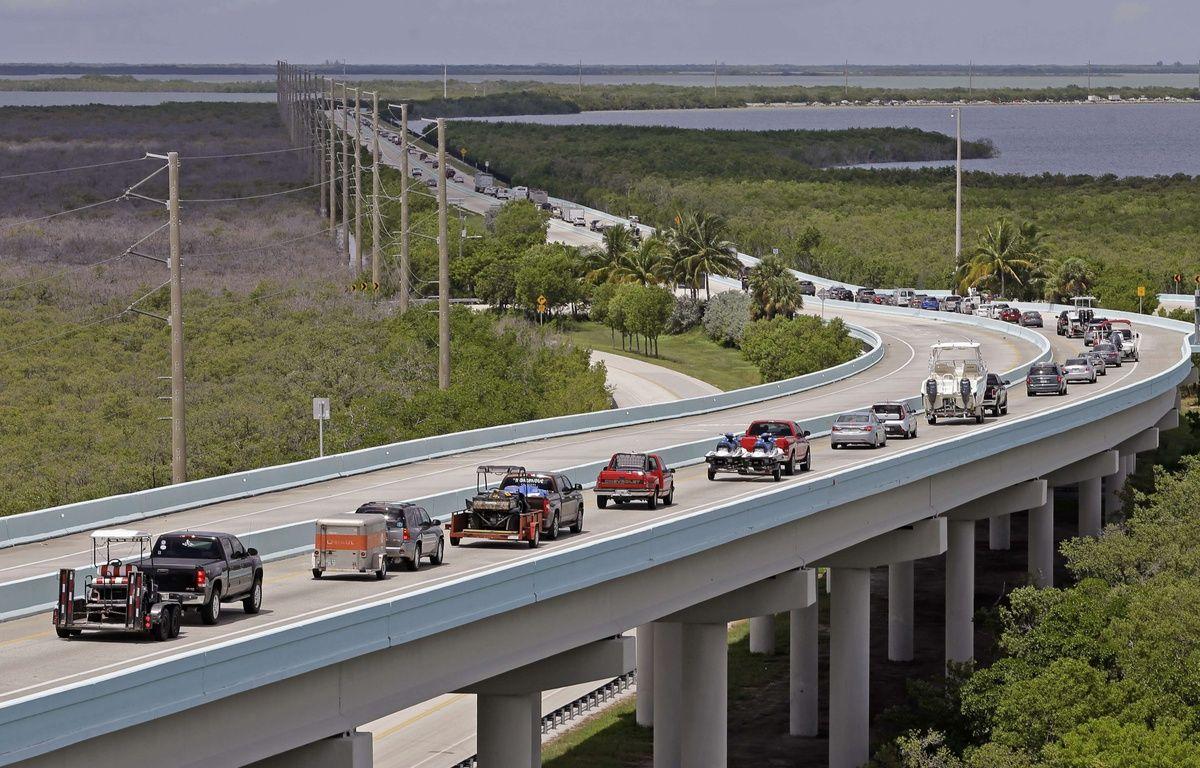 Les habitants du sud de la Floride évacuent vers le nord le 6 septembre 2017 alors qu'Irma s'approche des côtes américaines.  – Alan Diaz/AP/SIPA