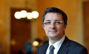 Le député PS Erwann Binet, rapporteur du projet de loi sur le mariage homosexuel, a annoncé samedi qu'il annulait ses prochains débats pour des raisons de sécurité, après avoir été pris à partie vendredi soir à la faculté de Saint-Etienne par des militants d'extrême droite.