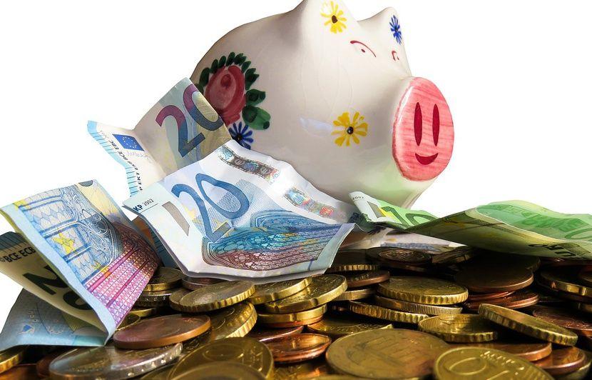 Son compte est crédité de 177.000 euros par erreur, il prend la fuite 830x532_illustration-cagnotte-euros-argent
