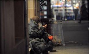 Un sans-abri, dans une rue de Strasbourg, où il fait en hiver presque -10 °C la nuit.