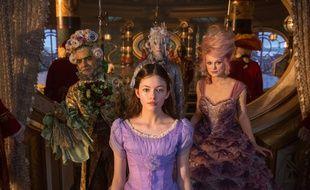 Mackenzie Foy et Keira Knightley dans Casse-Noisette et les quatre royaumes de Lasse Hallström et Joe Johnston