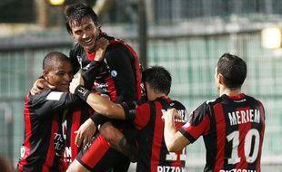 Les joueurs de l'OGCNice se congratuelent après un but contre Bastia, le 28 septembre 2012.