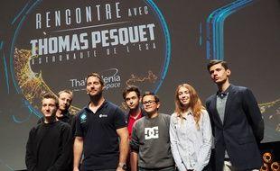 L'astronaute et des collégiens, le jeudi 23 novembre 2017, au palais des festivals