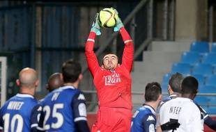 Paul Bernardoni lors d'un match entre Troyes et Rennes, le 16 janvier 2016. AFP PHOTO / FRANCOIS NASCIMBENI