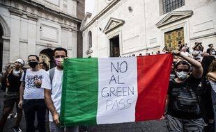 Des opposants au passeport vert, à Rome le 24 juillet 2021.
