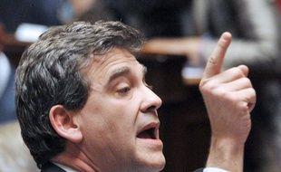 L'Etat français envisage de céder des participations dans des entreprises dont il est actionnaire pour assainir ses finances, a déclaré vendredi le ministre du Redressement productif Arnaud Montebourg, même si Bercy assure qu'aucune opération n'est à l'ordre du jour