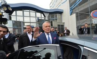 L'ancien Premier ministre Jean Marc Ayrault à la gare de Nantes après son éviction de Matignon en 2016 (Photo d'archives)