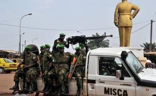 Deux mois après le début de l'intervention française en Centrafrique, la violence continue de secouer Bangui et l'intérieur du pays, où au moins 75 personnes ont été tuées en moins d'une semaine dans des affrontements entre civils chrétiens et musulmans dans l'Ouest.