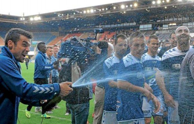 Strasbourg, le 12 mai 2012. - Gauthier Pinaud fête la montée du Racing club de Strasbourg en CFA.