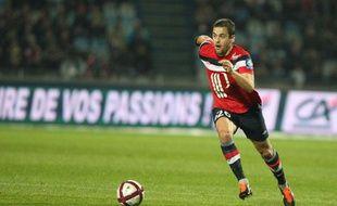 Joe Cole le Lillois en pleine action pendant le championnat français de Ligue 1 contre Evian le 5 novembre 2011.