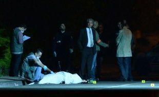 """Toutes les hypothèses restent ouvertes après le meurtre d'un homme de 49 ans tué par balle mercredi soir dans les quartiers Nord de Marseille, a indiqué jeudi une source proche de l'enquête, pour qui l'homicide """"ne ressemble pas à un règlement de comptes traditionnel""""."""