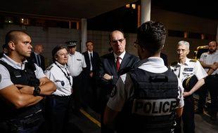 Le Premier ministre Jean Castex a rencontré des policiers à la Courneuve, le 5 juillet 2020.