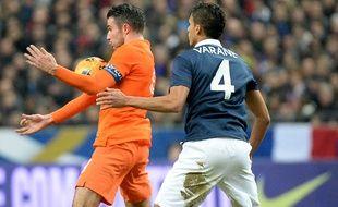Le défenseur de l'équipe de France Raphaël Varane contre les Pays-Bas, en mars 2014, au stade de France.