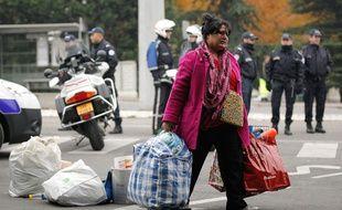 Lyon, le 18 novembre 2013 - Illustration de l'évacuation d'un campement sous le pont Kitchener. C Villemain/20 Minutes