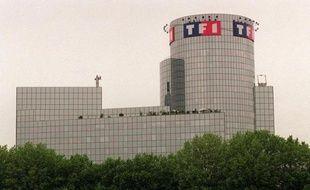 La chaîne de télévision TF1, contrôlée par le groupe Bouygues, a annoncé mardi le lancement d'une nouvelle restructuration, visant à réaliser 85 millions d'euros d'économies d'ici 2014, à l'occasion de la publication de résultats en pertes au troisième trimestre.