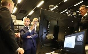 Emmanuel Macron veut une «levée progressive de tout anonymat» sur le web.