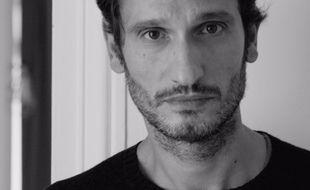 Sébastien Haddouk, réalisateur d'une série de portraits filmés à l'iPhone pour les Restos du coeur Paris