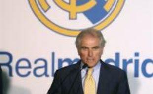 Le président du Real Madrid, Ramon Calderon, a été détenu pendant quelques heures par l'immigration américaine à l'aéroport de New York qui l'a confondu avec un délinquant sud-américain, a indiqué mardi le club de football le plus titré au monde.
