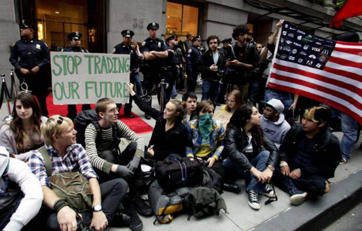 Des manifestants devant WallStreet le 17 septembre 2011. – AFP PHOTO/David Karp