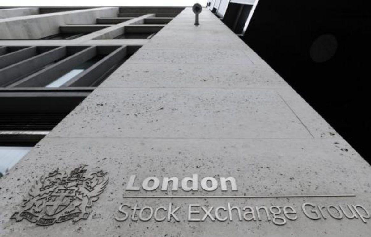 L'attentisme de la Réserve fédérale américaine et l'abaissement de la note de l'Espagne par l'agence de notation Fitch ont eu raison du léger optimisme affiché depuis le début de la semaine par les Bourses européennes, qui ont toutes ouvert en baisse vendredi matin. – Facundo Arrizabalaga afp.com