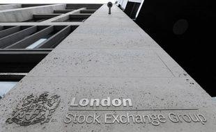 Les deux plus grandes banques italiennes, UniCredit et Intesa Sanpaolo, ont annoncé mardi qu'elles allaient vendre leurs parts du groupe boursier britannique London Stock Exchange (LSE), propriétaire des Bourses de Londres et de Milan, dont elles détiennent 11,5%.