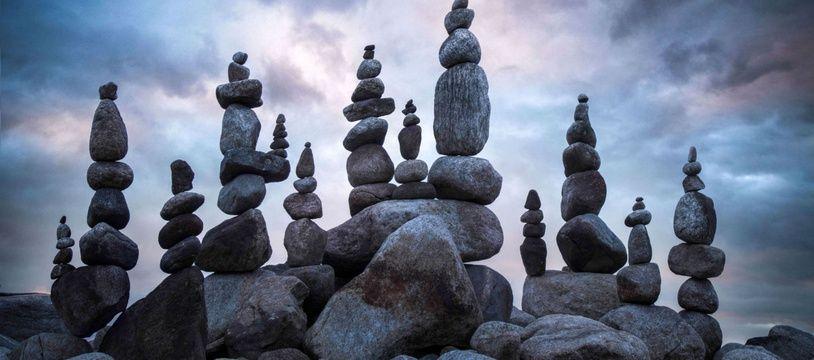 Une oeuvre de «stone stacking» réalisée par le photographe Patrick Zephyrs.