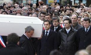 Nicolas Sarkozy s'est rendu à la cérémonie publique des obsèques de Cécile Vannier, lycéenne de 18 ans tuée par une bombe au Caire.