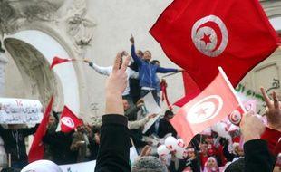 Des milliers de Tunisiens célèbrent le premier anniversaire de la chute de Ben Ali, le 14 janvier 2012 à Tunis.