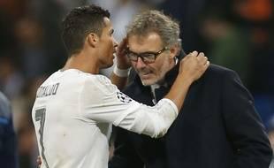 Cristiano Ronaldo chuchote à l'oreille de Laurent Blanc le 3 novembre 2015.