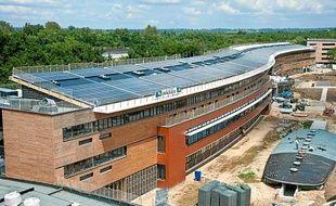 Le lycée Vaclav Havel à Bègles, sera à la rentrée 2012 le premier lycée à énergie positive d'Aquitaine