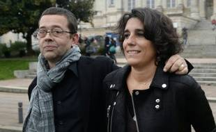 Nicolas Bonnemaison et sa femme Julie le 24 octobre 2015 devant le tribunal d'Angers