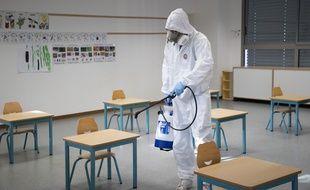 Une école en cours de désinfection à cause du Covid-19. Illustration.