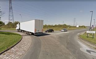 L'accident a eu lieu sur le rond point des trois cardinaux avenue de Labarde.