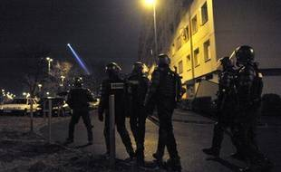 """""""Il faut que justice soit faite"""". Dans le quartier sensible de La Gauthière, à Clermont-Ferrand, les proches de Wissam El-Yamni témoignaient mardi de leur douleur au lendemain de sa mort après une interpellation controversée, sollicitant les dons des habitants pour soutenir sa famille."""