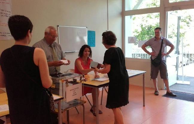 Illustration d'un bureau de vote à Coligny, où il n'y a pas foule dimanche 18 juin 2017 pour le second tour des législatives.