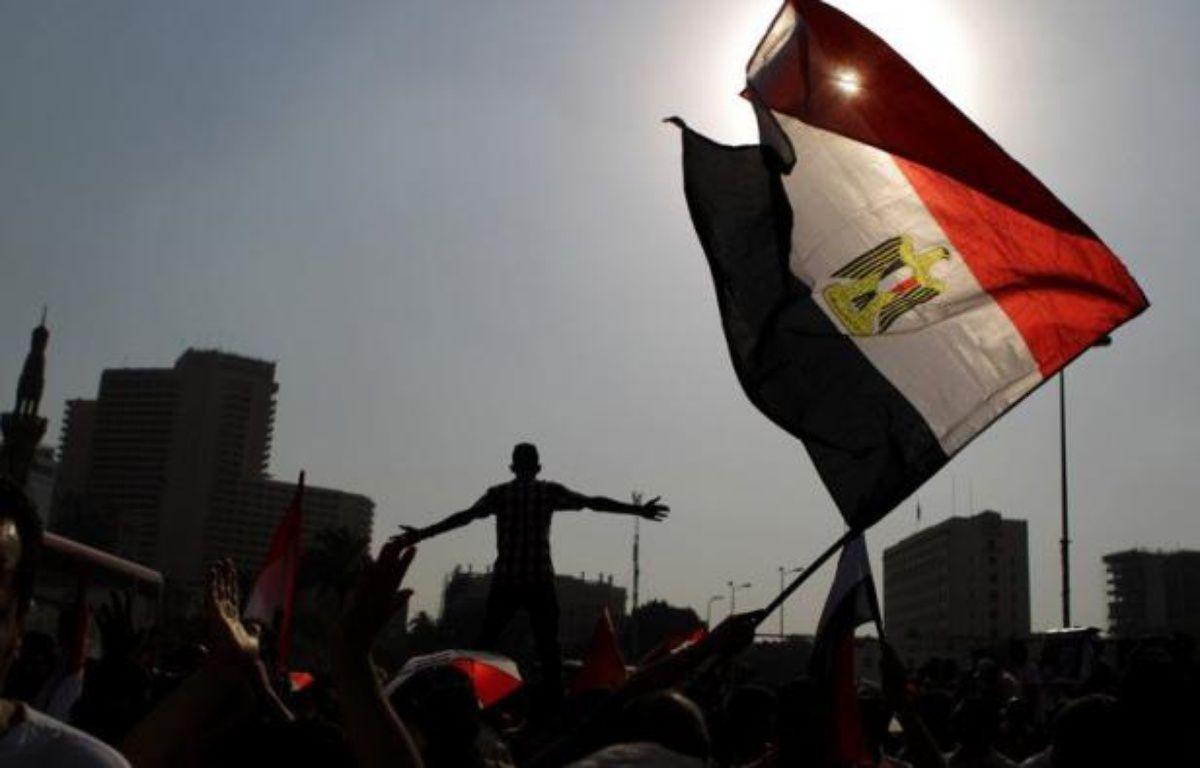 L'annonce prévue jeudi des résultats de la première présidentielle depuis la chute l'an dernier de l'ex-président Hosni Moubarak a été repoussée, prolongeant l'incertitude sur le nom du successeur de M. Moubarak, qui était hospitalisé dans le coma mercredi. – Patrick Baz afp.com