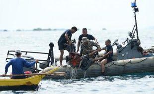 Les secours aux Philippines poursuivent leurs opérations dimanche matin dans une mer agitée pour retrouver les 170 personnes portées disparues après le naufrage d'un ferry au centre de l'archipel, estimant qu'un miracle était toujours possible.