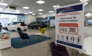 Les mesures anti-Covid 19 en vigueur chez un concessionnaire automobile parisien, début juin. (illustration)
