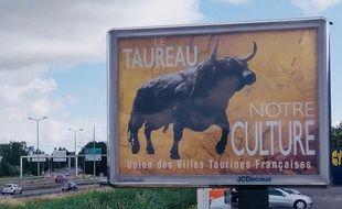 Un panneau d'affiche au niveau de Bordeaux-Lac.