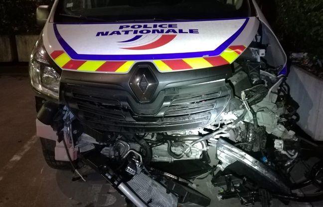 Le fourgon des policiers a été percuté par un chauffard en Porshe Cayma.