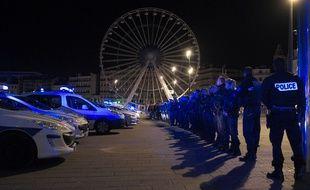 Une centaine de policiers réunis au Vieux-Port de Marseille, le 19 octobre 2016.